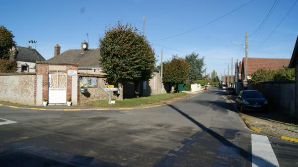 La salle communale et la rue du friche